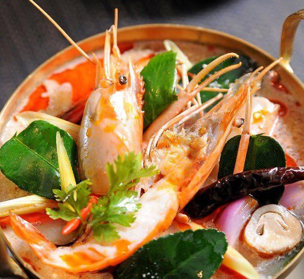 Lẩu tom yum hải sản nước cốt dừa
