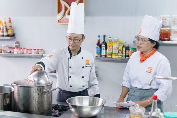 Lớp học nấu ăn kinh doanh