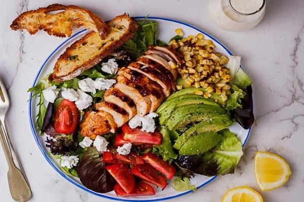 Cách làm salad gà nướng thơm ngon ngất ngây