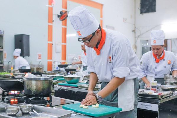 Học Bếp Trưởng Bếp Âu Ở Đâu Tại TPHCM?