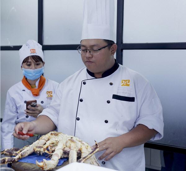 Học Bếp Trưởng Bếp Hoa Mất Bao Lâu?