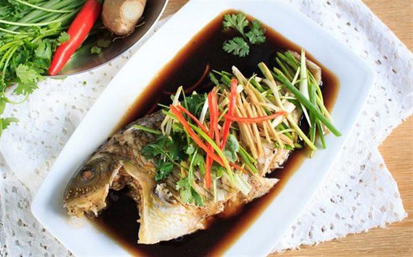 Hoàn thành món cá chép hấp xì dầu