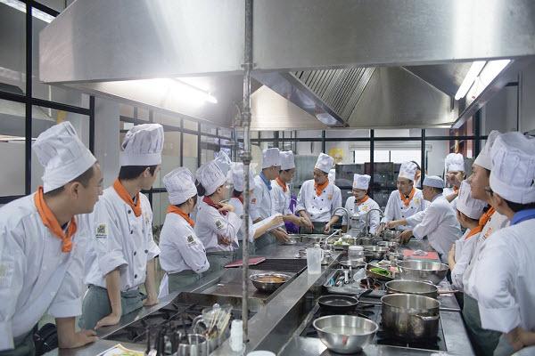 Học Bếp Trưởng Bếp Việt Ở Đâu?