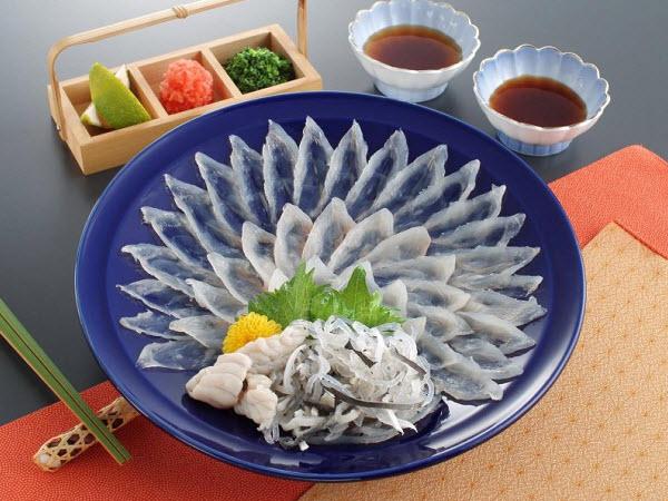Cá nóc sống (fugusashi)