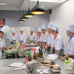 16 Tuổi tự lập kinh tế bằng con đường học Nghề Bếp