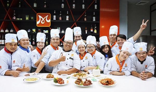 Học Bếp trưởng bếp Hoa
