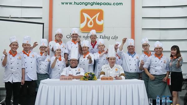 học viên khóa Bếp Trưởng Bếp Hoa