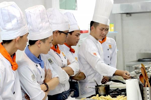 Lớp học bếp trưởng bếp nhật