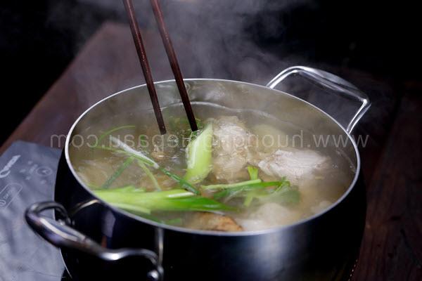 Bí quyết nấu nước dùng