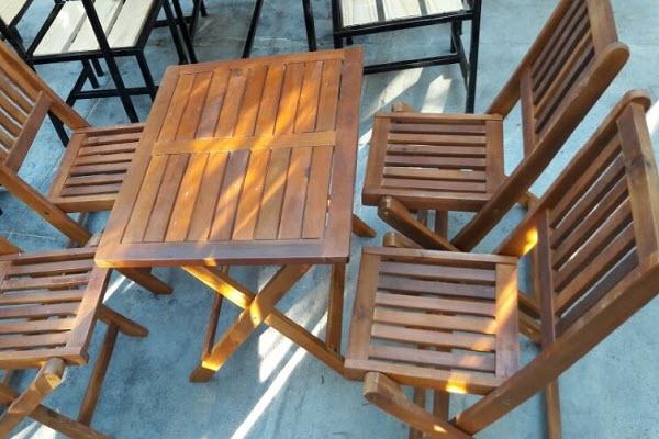 Bộ bàn ghế gỗ nhỏ