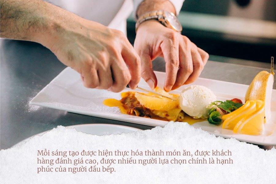 hạnh phuc người đầu bếp mang lại món ăn ngon