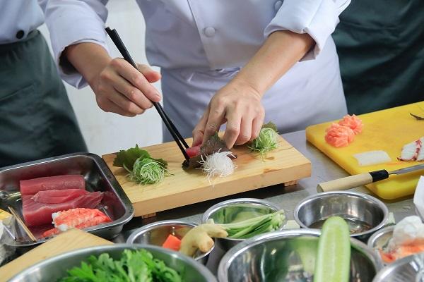 Có Gì Đặc Biệt Trong Chương Trình Nghiệp Vụ Bếp Á Cải Tiến?