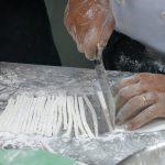 tự làm sợi bánh canh