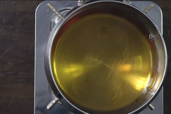 Nấu nước ngâm chân gà