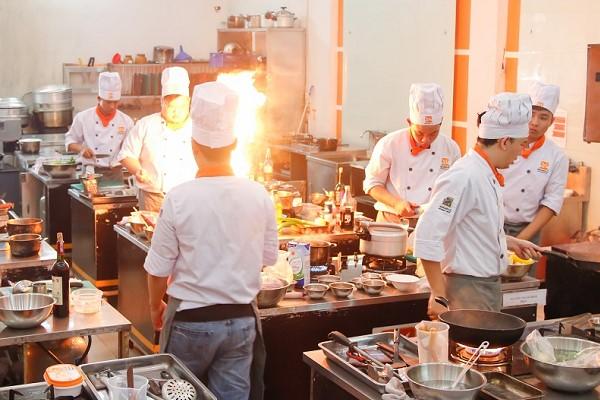 Nghề bếp nhiều thách thức
