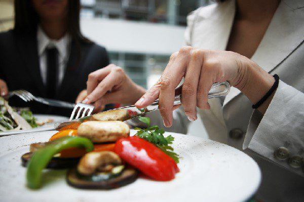 Học Nghệ Thuật Dùng Bữa Của Người Pháp – Bạn Có Muốn Thử?