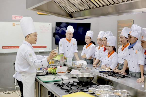 Học nấu ăn buổi tối