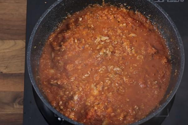 Nấu xốt bò bằm