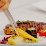 Beefsteak ăn kèm sauce tiêu đỏ