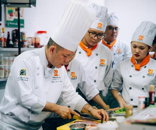 Buổi học nấu ăn chuyên nghiệp tại Bếp Trưởng