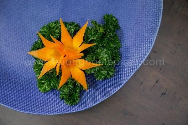 Cắt tỉa hoa từ cà rốt