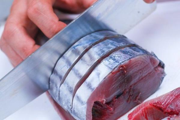 Cá ngừ cắt khúc