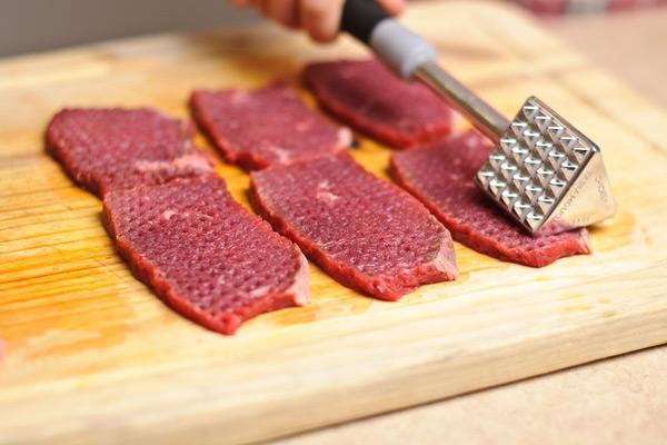 Làm mềm thịt bò trước