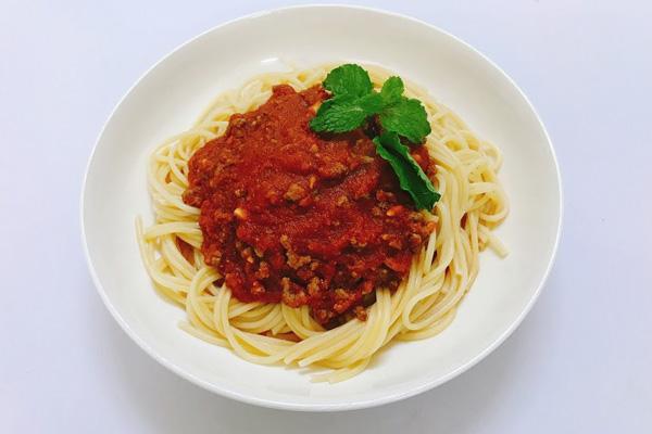 Sốt thịt bò bằm cà chua mì Ý