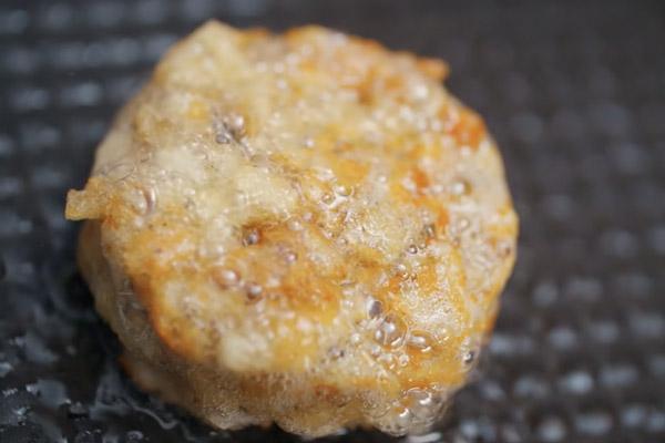 Bánh cá trê chiên giòn