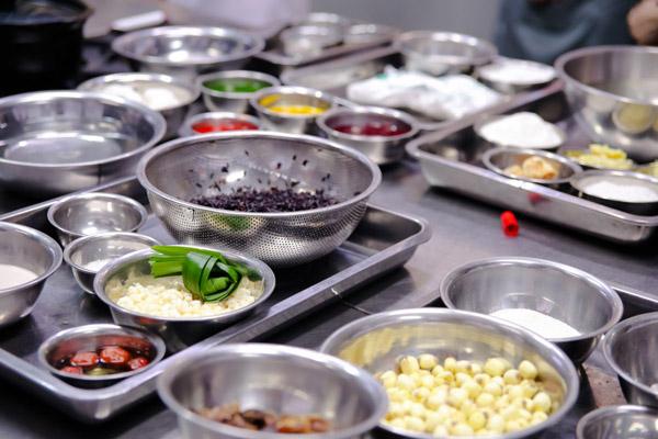 Chuẩn bị nguyên liêu nấu chè