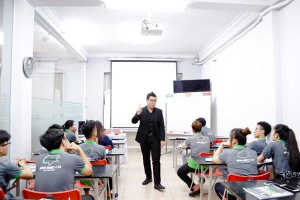 giảng viên đào tạo lớp khởi dự kinh doanh