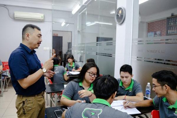 Học viên làm việc theo nhóm