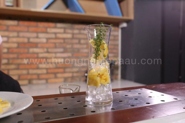 Xếp các loại trái cây vào ly thủy tinh