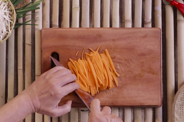 Cắt cà rốt