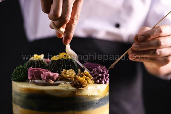 Bắt bông kem trang trí bánh