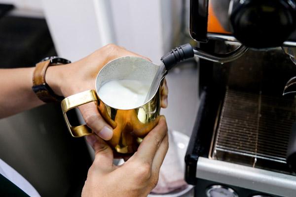 Cách tạo bọt sữa sánh mịn