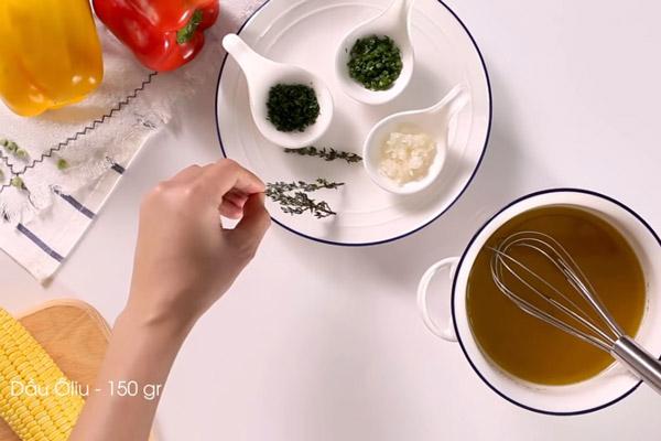Làm nước xốt trộn salad