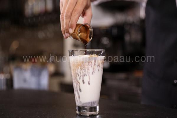Pha chế cà phê nước cốt dừa