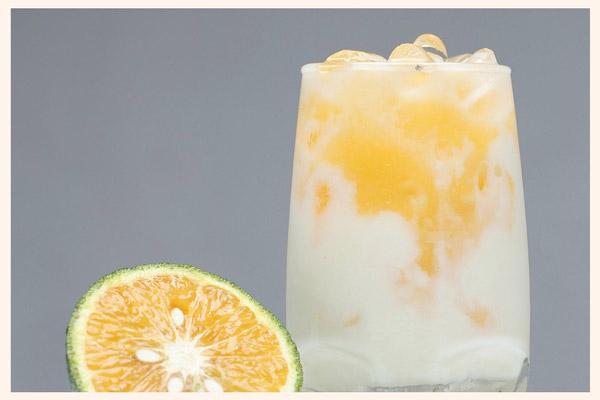 Sữa chua cam dằm đá viên