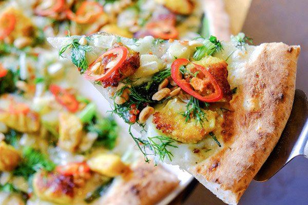 Ẩm Thực Đông Tây Kết Hợp Trong Pizza Bún Đậu Mắm Tôm