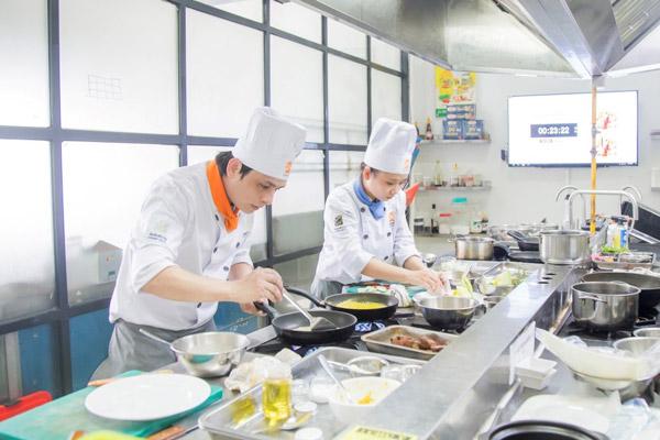 Học nghề nấu ăn