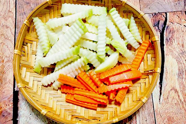 Su hào và cà rốt thái sợi vừa ăn