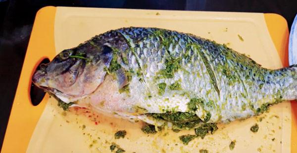 Ướp cá với các loại rau giúp khử