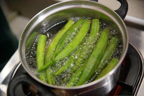 Luộc chín các loại rau ăn kèm