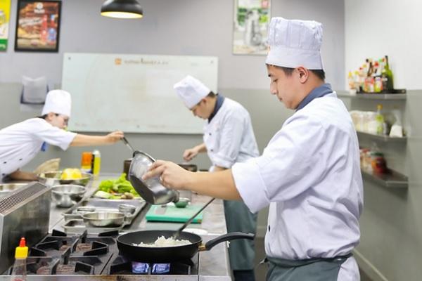 môi trường nghề bếp