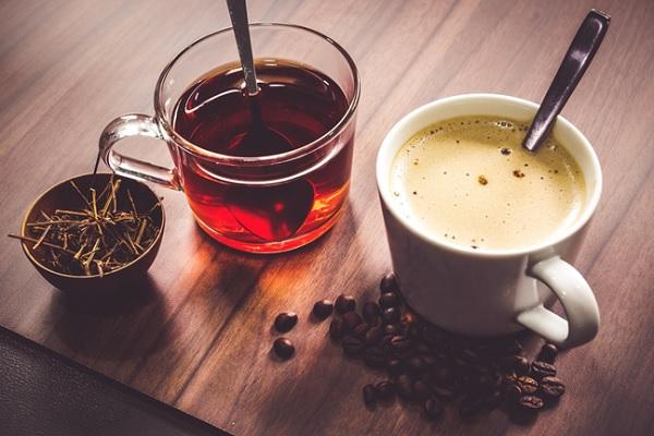 không nên uống nhiều cà phê và trà
