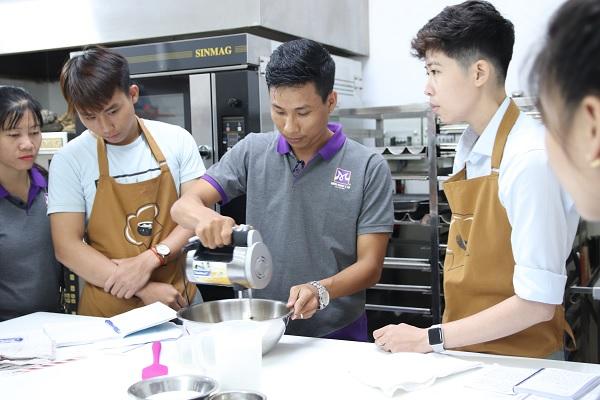 học viên khóa học làm kem